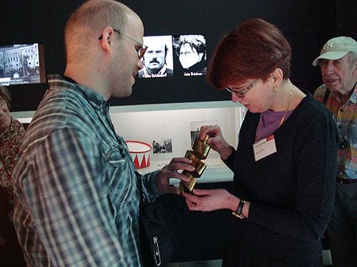 Tastführung an der Deutschen Kinemathek – Museum für Film und Fernsehen, Anja Winter mit Teilnehmer