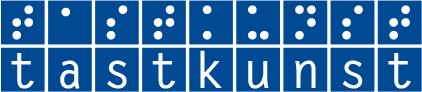 Das Logo von tastkunst ist dominosteinartig aufgebaut. In zwei Reihen steht mit weißer Schrift auf blauem Hintergrund tastkunst. In der oberen Reihe in Brailleschrift, in der unteren Reihe in Schwarzschrift