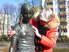 Anja Winter ertastet Gänseliesel